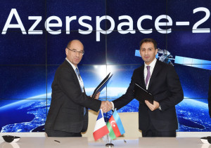 The launch services contract for Azerspace-2/Intelsat-38 – which will be orbited by Ariane 5 on a mission expected in 2017 – was signed by (from right to left): Azercosmos Chairman & CEO Rashad Nabiyev and Jacques Breton, Arianespace Senior Vice President, Sales & Customers.