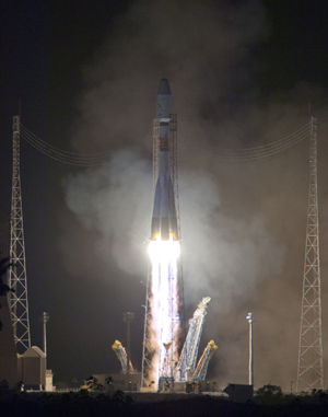 Soyuz begins its climb-out from the Spaceport's ELS launch site on tonight's successful Arianespace mission to orbit Pléiades 1B.