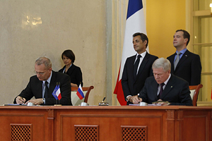 Arianespace Chairman & CEO Jean-Yves Le Gall (at left) and Anatoly Perminov, head of the Roscosmos Russian space agency, sign the agreement for up to 10 Soyuz launches to be performed from the Spaceport. Witnessing the agreement are French President Nicolas Sarkozy and Russian President Dmitri Medvedev.