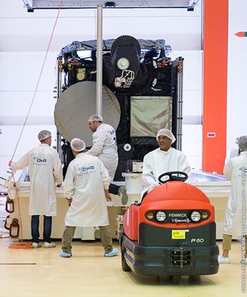 Hispasat 36W-1 prepared for Arianespace's Soyuz Flight VS16