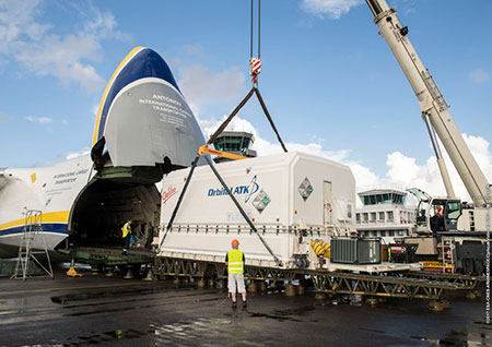 Arrival of Al Yah 3 satellite in French Guiana