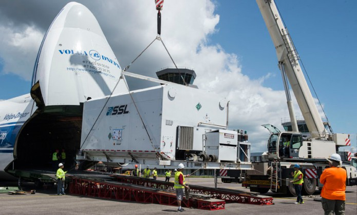 Unloading of Intelsat 36 following arrival in French Guiana